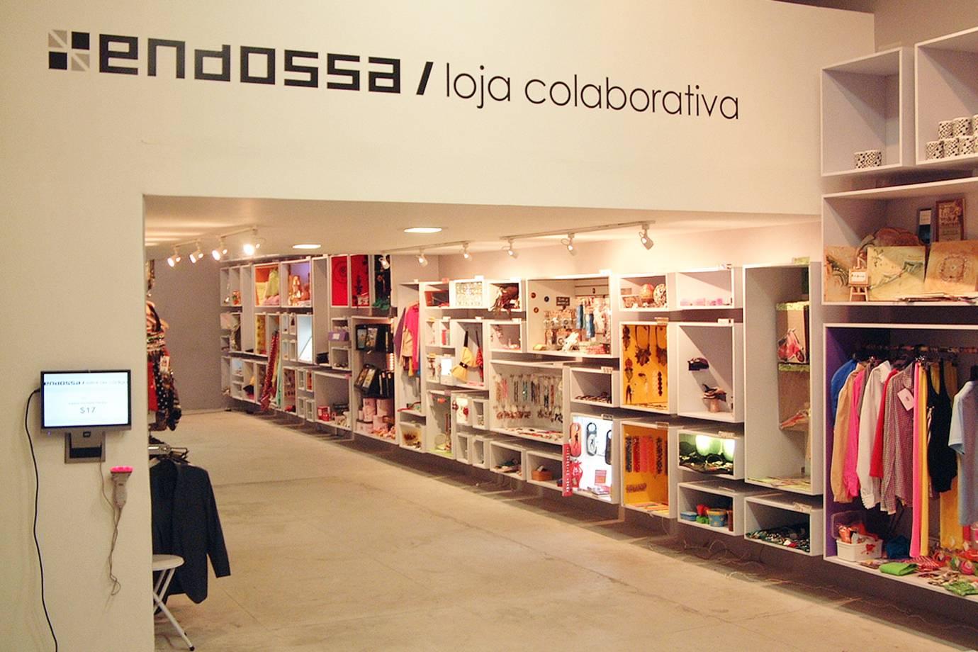 67e5c170c A Loja Endossa é uma das referências em lojas colaborativas e possui  diversas unidades em São Paulo. Veja onde você pode encontrá-las.